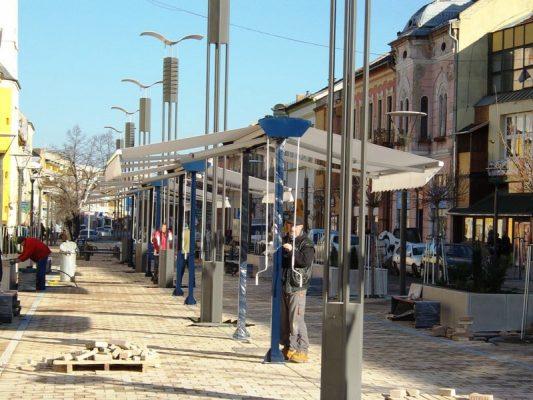 fő utca kétoldali napellenző